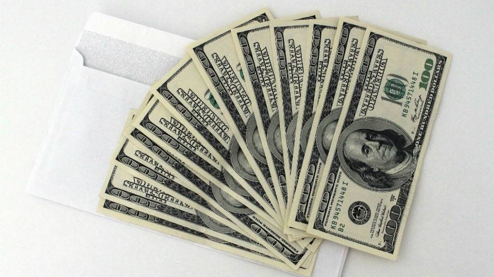 Give and save 365 easy money management guide: laurick ingram.