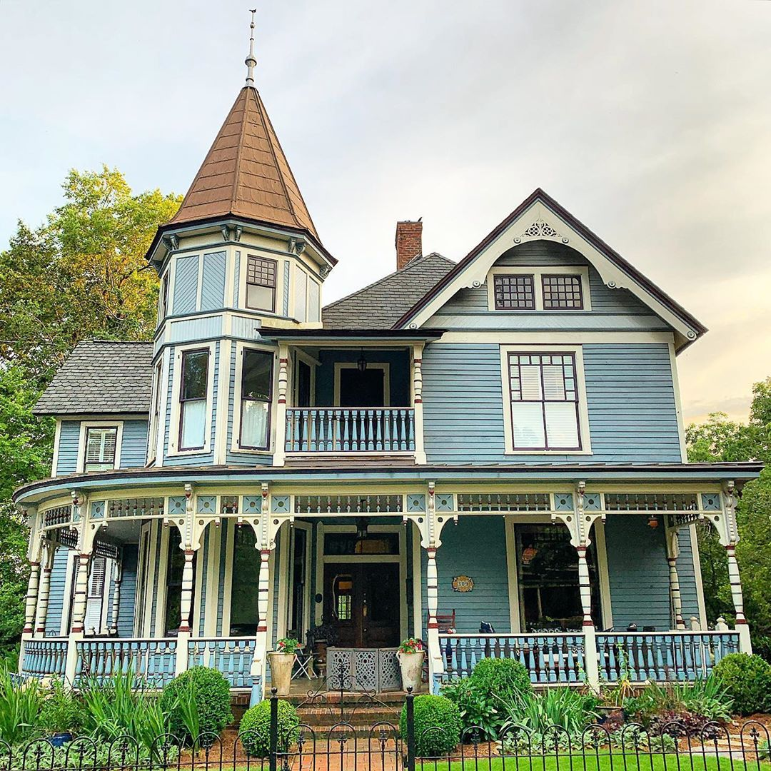 Victorian home on Hampton Ave. built in 1895 for J.M. Geer | Photo by @gvl_digs