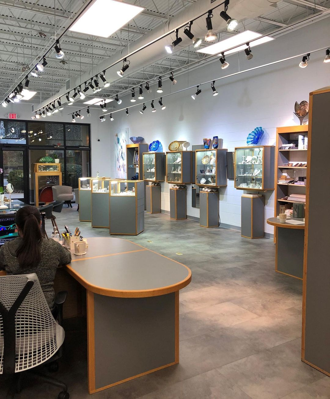 llyn strong fine art jewelry's new location | Photo by @llynstrong